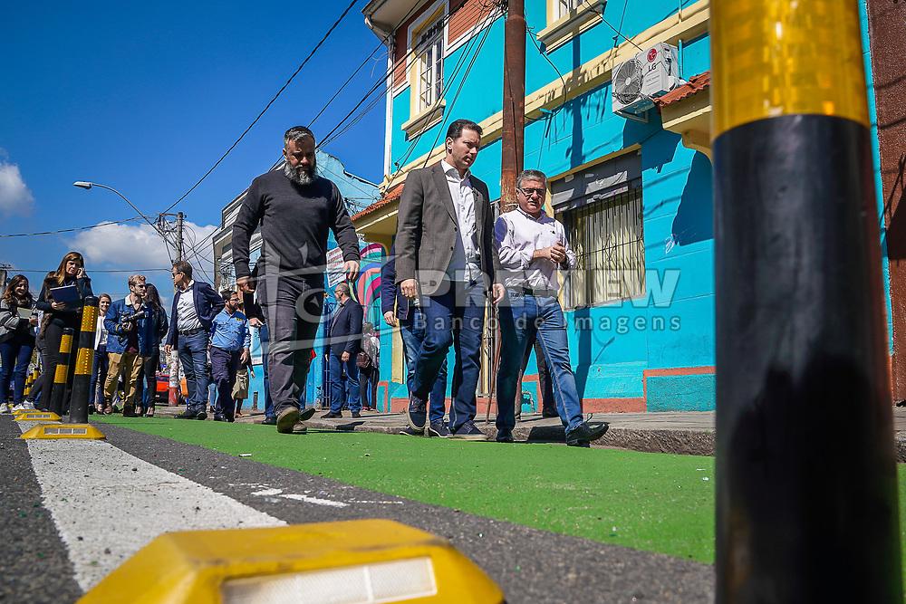 Porto Alegre, RS 02/09/2019: A Prefeitura de Porto Alegre e a Empresa Pública de Transporte e Circulação (EPTC) realizaram nesta segunda-feira (2), o ato de entrega da nova sinalização viária que foi concluída na rua João Alfredo, na Cidade Baixa, e que integram o projeto Ruas Completas. A proposta é uma nova ocupação do espaço público durante o dia, com mais segurança no trânsito e mais harmonia entre os frequentadores. Foto: Jefferson Bernardes/PMPA