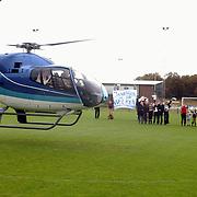 Bruidspaar vertrekt met helicopter naar woonplaats