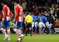 14.06.2010, Cape Town Stadium, Kapstadt, RSA, FIFA WM 2010, Italien vs Paraguay im Bild Daniele De Rossi's Ausgleichstreffer wird überschwänglich bejubelt, EXPA Pictures © 2010, PhotoCredit: EXPA/ InsideFoto/ G. Perottino, ATTENTION! FOR AUSTRIA AND SLOVENIA ONLY!!! / SPORTIDA PHOTO AGENCY