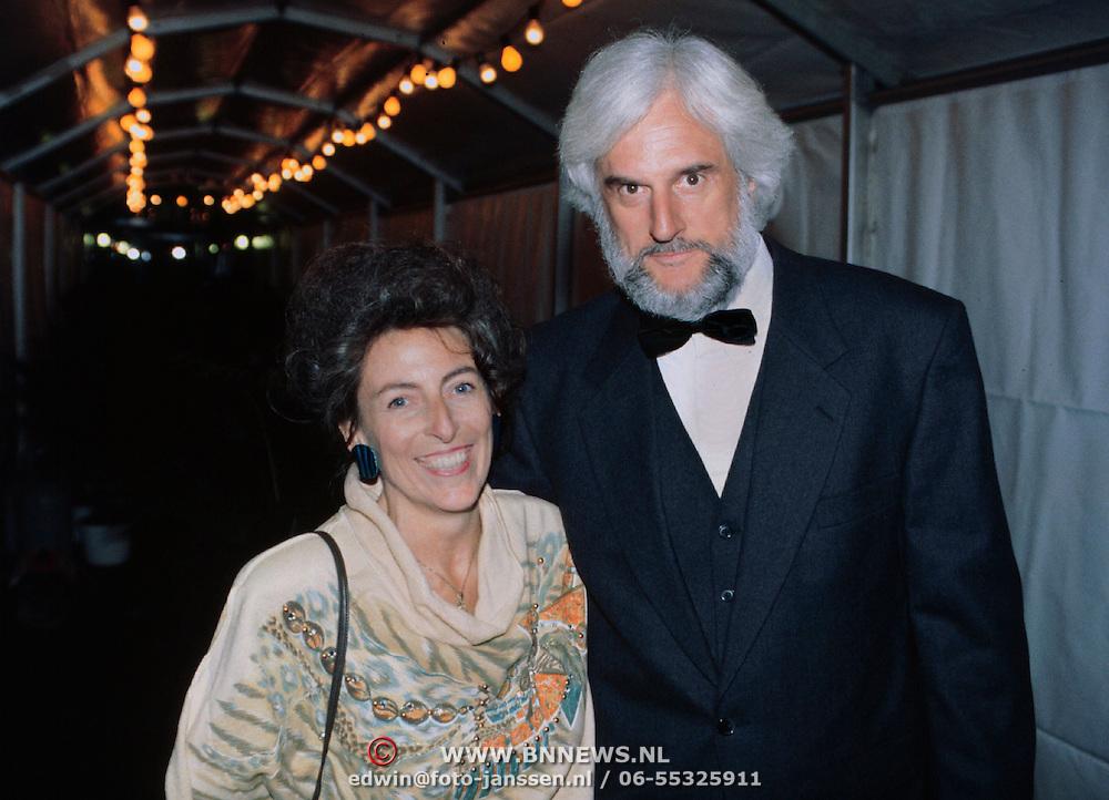Nieuwjaarsreceptie Strengholt 1997, Jomanda ( Joke Damman ) en vriend Jacques Oudewater
