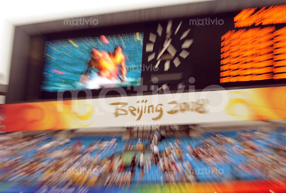 """Olympia 2008  Peking  Fussball  Maenner   13.08.2008 Nigeria - USA Die Anzeigetafel mit dem Schriftzug """"Beijing 2008"""" mit Zoomeffekt."""
