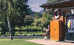 THEMENBILD - ein älterer Mann geniesst die Herbstsonne, aufgenommen am 29. September 2019 in Saalfelden, Oesterreich // an older man enjoying the autumn sun in Saalfelden, Austria on 2019/09/29. EXPA Pictures © 2019, PhotoCredit: EXPA/ JFK