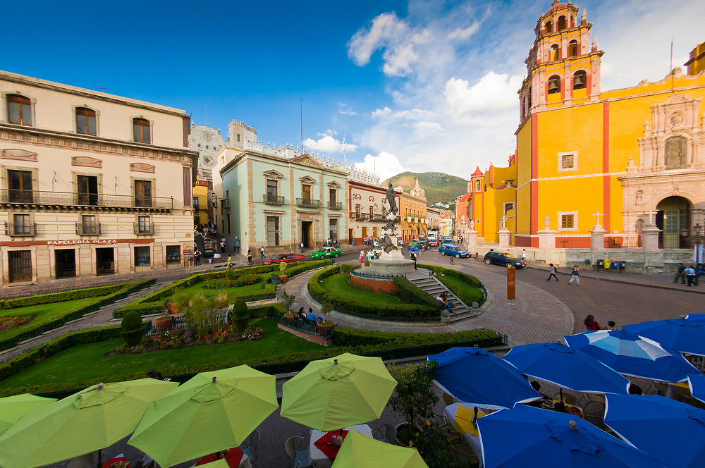 Plaza de la Paz with the Basilica de Nuestra Senora de Guanajuato in background, Guanajuato, Mexico