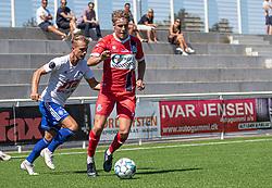 Valdemar Holze (FC Helsingør) følges af Mathias Mejer Knudsen (HIK) under træningskampen mellem FC Helsingør og HIK den 1. august 2020 på Helsingør Ny Stadion (Foto: Claus Birch).