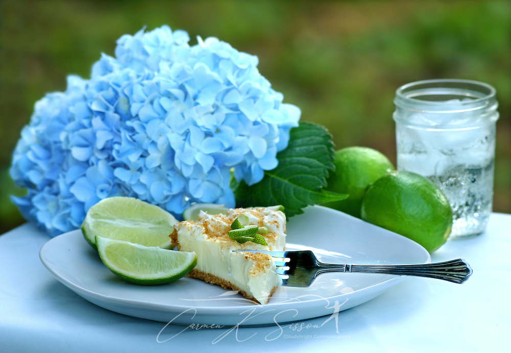 Key lime pie, served outside with lime slices and water, makes a cool summer treat in the Deep South. (Photo by Carmen K. Sisson/Cloudybright)