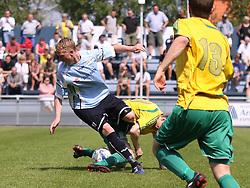 FODBOLD: Jonathan Nielsen (Helsingør) tackles under kampen i Danmarksserien, pulje 1, mellem Elite 3000 Helsingør og Skovlunde IF den 6. juni 2010 på Helsingør Stadion. Foto: Claus Birch