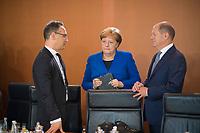 DEU, Deutschland, Germany, Berlin, 15.05.2019: Bundesaussenminister Heiko Maas (SPD), Bundesfinanzminister Olaf Scholz (SPD) und Bundeskanzlerin Dr. Angela Merkel (CDU) vor Beginn der 52. Kabinettsitzung im Bundeskanzleramt.