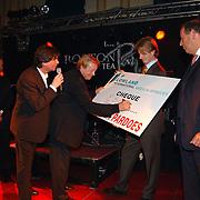 10 Jarig bestaan Lowland, cheque voor villa Pardoes