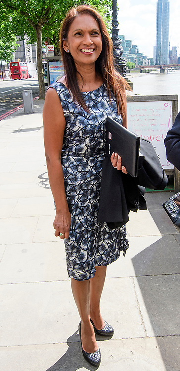 © Licensed to London News Pictures. 01/06/2017. London, UK. Pro-EU campaigner GINA MILLER arrives to board a static boat on the River Thames, in front of the Houses of Parliament. Mrs Miller and Lib Dem candidate George Turner are recreating a stunt by former UKIP leader Nigel Farage during the EU referendum campaign, to campaign for tactical voting ahead of the General Election on June 8. Photo credit: Ben Cawthra/LNP