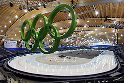 Olympic Winter Games Vancouver 2010 - Olympische Winter Spiele Vancouver 2010, Richmond Olympic Oval, general view, overview, Uebersicht, Halle, Eishalle, Sportstaette, olympic rings, Olympische Ringe, Logo, Emblem, Olympische Ringe vor der Kulisse des Richmond Olympic Oval *** Local Caption *** +++ www.hoch-zwei.net +++ copyright: HOCH ZWEI / Malte Christians +++