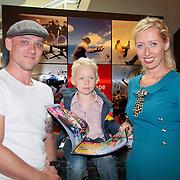 NLD/Den Haag/20110731 - Premiere musical Alice in Wonderland met K3, plien van Bennekom, partner Jeroen Wassmer en zoon Mees