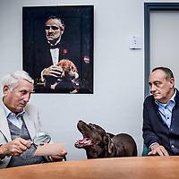 Nederland, Wessem, 27 april 2016.<br />de 78-jarige privé-detective Ben Zuidema, eigenaar van een eigen recherchebureau in Wessem. Hij praat over zijn avonturen als speurneus, maar vertelt ook over zijn drie grote liefdes: zijn vrouw, zijn hond en zijn Porsche.<br />Op de foto: Ben Zuidema met zijn hond en rechts collega John Vullers<br /><br /><br />Foto: Jean-Pierre Jans