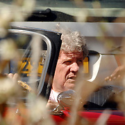 NLD/Laren/20070407 - Willibrord Frequin in zijn auto
