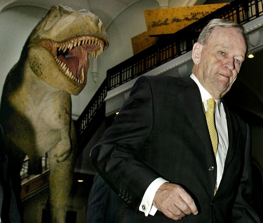 Canadian Prime Minister Jean Chretien walks past a dinosaur after a tour of the Museum of Nature, in Ottawa, April 25, 2003.  REUTERS/Jim Young