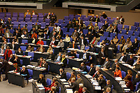 16 NOV 2002, BERLIN/GERMANY:<br /> Fraktion B90/Gruene, Plenum des Bundestages, Bundestagsdebatte zu den Gesetzen fuer eine Reform auf dem Arbeitsmarkt, Plenum, Deutscher Bundestag  <br /> IMAGE: 20021116-01-005<br /> KEYWORDS: Übersicht, Uebersicht