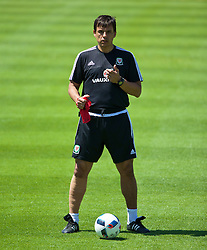 VALE DO LOBO, PORTUGAL - Wednesday, May 25, 2016: Wales' manager Chris Coleman during day two of the pre-UEFA Euro 2016 training camp at the Vale Do Lobo resort in Portugal. (Pic by David Rawcliffe/Propaganda)