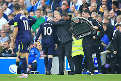 15 October 2017 -  Premier League - Brighton and Hove Albion v Everton - Ronald Koeman manager of Everton embraces Wayne Rooney - Photo: Marc Atkins/Offside