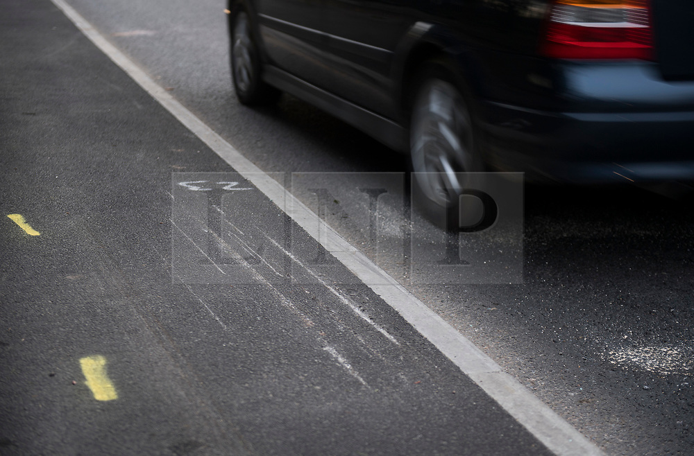 © Licensed to London News Pictures. 27/01/2018. London, UK. Scratches on the ground where a car has mounted the pavement at the scene where three teenage pedestrians were killed near a bus stop in Hayes, West London after a black Audi car is believed to have collided with them. Police were called to the incident, on Friday night at 20:41hrs, close to the M4 Junction 4 following reports of a serious road traffic collision. The victims died at the scene - are all believed to be teenage males, aged approximately 16. Photo credit: Ben Cawthra/LNP