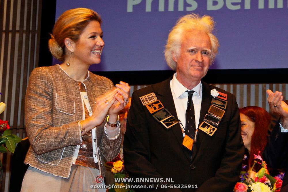 NLD/Amsterdam/20101129 - Prinses Máxima reikt Prins Bernhard Cultuurfonds Prijs 2010 uit Muziekgebouw aan het IJ, Prinses Máxima en Siewert Verster