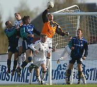 Fotball - 5. mai 2002 - Stabæk - Sogndal 4-0 Nadderud Stadion. Songdalskeeper Terje Skjeldestad når høyest i egen 16 meter.<br /> Foto: Andreas Fadum, Digitalsport
