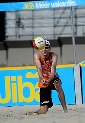 06-06-2010 VOLLEYBAL: JIBA GRAND SLAM BEACHVOLLEYBAL: AMSTERDAM<br /> In een koninklijke ambiance streden de nationale top, zowel de dames als de heren, om de eerste Grand Slam titel van het seizoen bij de Jiba Eredivisie Beach Volleyball - Stan van Laanen <br /> ©2010-WWW.FOTOHOOGENDOORN.NL