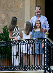 Spanish royal family pose in for photos in the Marivent Palace - 31 July 2017