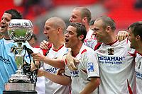 Fotball<br /> England<br /> Foto: Colorsport/Digitalsport<br /> NORWAY ONLY<br /> <br /> Stevenage Borough team celebrate<br /> Stevenage Borough vs York City <br /> Carlsberg FA Trophy Final at Wembley Stadium 2/05/2009