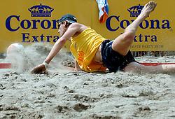 18-06-2006 VOLLEYBAL: CITY BEACH TOUR: GOUDA<br /> De finales van de City Beach! Tour stond dit weekend op de markt van Gouda / Emiel Boersma<br /> ©2006-WWW.FOTOHOOGENDOORN.NL