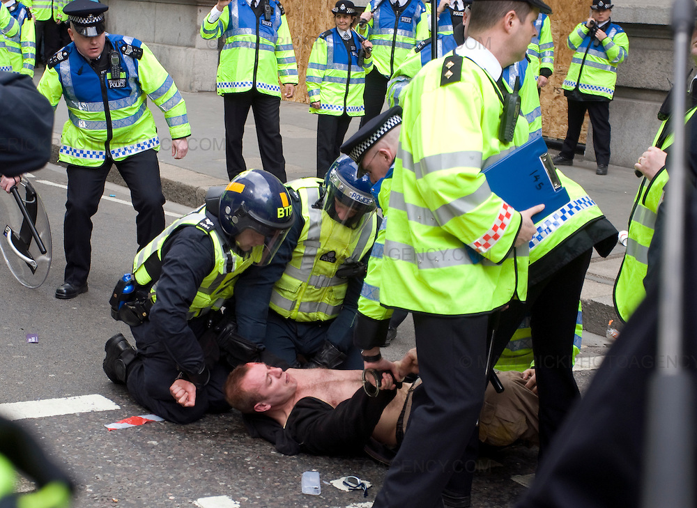 Protesters clash with Police in London City ahead of the G20 meeting the following day..1/4/09.Michael Hughes/Maverick.Tel. 07789681770