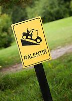 SAINT OMER (France) - AA Saint-Omer Golf Club. Stijle helling voor de buggy. Voorzichtig Copyright Koen Suyk