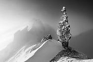 Imposante Felsnadel auf einem Grat im Juliergebiet beim Sonntenuntergang, Graubünden, Schweiz<br /> <br /> Imposing rock needle on a ridge in the Julier area at sunset, Graubünden, Switzerland