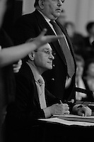 Bertrand  Delanoë (maire de Paris de 2001 à 2014) - avec Serge Blisko -  donne un compte-rendu de son mandat, Paris 13ème / 2004.
