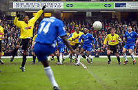 Photograph: Scott Heavey.<br /> Watford v Chelsea. FA Cup Third Round. 03/01/2004.<br /> Geremi swings in a free-kick