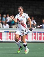 AMSTELVEEN - Julia Müller van A'dam heeft gescoord,  tijdens  de competitiewedstrijd tussen de dames van Amsterdam en Den Bosch (1-1).  COPYRIGHT KOEN SUYK