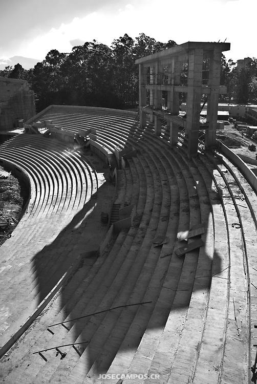 Documental del fotógrafo José Campos Rojas sobre la construcción del Estadio Nacional de Costa Rica donado por el Gobierno de China.<br /> <br /> El proceso fue de los años 2008 hasta el 2011, siendo inaugurado el Estadio Nacional el sábado 26 de marzo del 2011. Fotografía profesional de arquitectura y documental por Jose Campos. Construcción del Estadio Nacional de Costa Rica