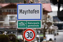 22.03.2020, Mayrhofen, AUT, Coronavirus Krise, Osttirol. Das Land Tirol hat alle Personen, die sich in der Woche vom 8. bis 15. März in Bars und Aprs-Ski-Lokalen im Zillertal aufgehalten haben, dazu aufgerufen, besonders auf den Gesundheitszustand zu achten und bei Symptomen die Gesundheitsberatung 1450 zu kontaktieren. Im Bild Ortsschild Mayrhofen // City sign Mayrhofen. The State of Tyrol has called on all people who were in bars and après-ski bars in the Zillertal during the week from March 8th to 15th to pay special attention to their health and to contact the 1450 health counseling service if they experience symptoms. Mayrhofen, Austria on 2020/03/22. EXPA Pictures © 2020, PhotoCredit: EXPA/ Johann Groder