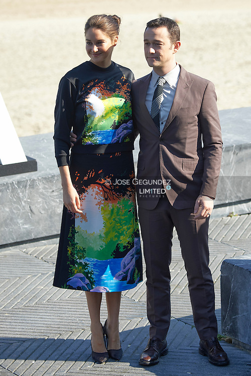 Joseph Gordon-Levitt, Shailene Woodley attend 'Snowden' photocall at the Kursaal Palace during 64th San Sebastian International Film Festival on September 22 2016 in San Sebastian, Spain.