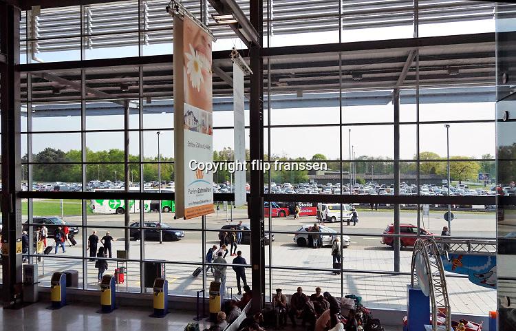 Duitsland, Weeze, 22-9-2018 Vlak over de grens ligt het regionaal vliegveld Niederrhein, Weeze, wat uitgegroeid is tot een belangrijke regionale luchthaven en als thuisbasis fungeert voor prijsvechter, chartermaatschappij Ryanair. In de regio bevindt zich ook vliegveld Dusseldorf. Naast passagiersvervoer wordt er veel luchtvracht vervoerd. Foto: Flip Franssen