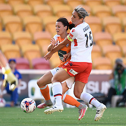 BRISBANE, AUSTRALIA - NOVEMBER 17: Hayley Raso of the Roar and Emma Checker of Adelaide compete for the ball during the round 4 Westfield W-League match between the Brisbane Roar and Adelaide United at Suncorp Stadium on November 17, 2017 in Brisbane, Australia. (Photo by Patrick Kearney / Brisbane Roar)
