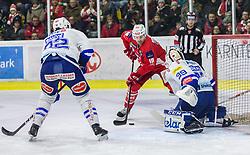 28.12.2018, Stadthalle, Klagenfurt, AUT, EBEL, EC KAC vs EC VSV, 32. Runde, im Bild Yann SAUVE (EC Panaceo VSV, #22), Andrew KOZEK (EC KAC, #10), Dan Bakala (EC Panaceo VSV, #39) // during the Erste Bank Eishockey League 32th round match between EC KAC and EC VSV at the Stadthalle in Klagenfurt, Austria on 2018/12/28. EXPA Pictures © 2018, PhotoCredit: EXPA/ Gert Steinthaler