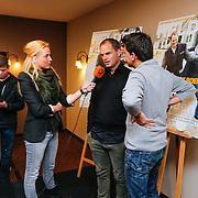 NLD/Volendam/20130208 - Presentatie Helden 17, Jan Smit en Frank de Boer worden geinteviewd door RTL Boulevard