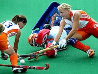 Europees Kampioenschap Hockey vrouwen. Nederland-Spanje. vlnr Minke Smaber, keeper Clarinda Sinnige en Janneke Schopman werken de bal weg voordat Spanje gevaarlijk kan worden.