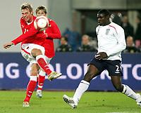 Fotball<br /> Østerrike v England<br /> 16.11.2007<br /> Foto: Gepa/Digitalsport<br /> NORWAY ONLY<br /> <br /> Roman Kienast (AUT) und Micah Richards (ENG)