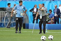 ROSTOV-ON-DON, June 19, 2018  Uruguay's head coach Oscar Tabarez (R) attends a training session prior to a Group A match against Saudi Arabia at the 2018 FIFA World Cup in Rostov-on-Don, Russia, on June 19, 2018. (Credit Image: © Lu Jinbo/Xinhua via ZUMA Wire)