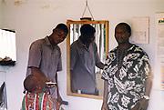 Een lokale kapper in Zambia