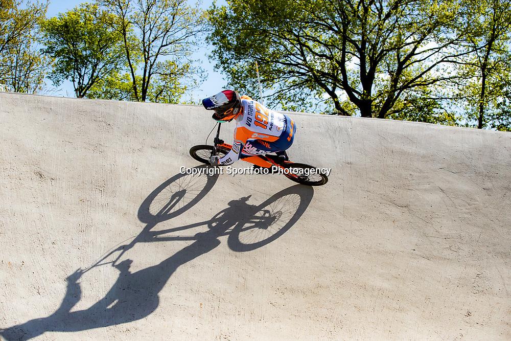 05-05-2020: Wielrennen: BMX KNWU: Papendal  <br />De BMX'ers mochten de baan weer op. Dave van der Burg