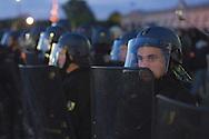 """Affrontements avec la police à la fin de la """"Manif pour Tous"""" - Manifestation contre le """"mariage pour tous"""" - aux Invalides à Paris le 26 mai 2013."""