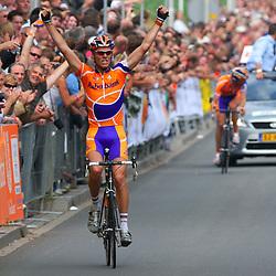 Sportfoto archief 2006-2010<br /> 2008<br /> Lars Boom wint op de Kuiperberg in Ootmarsum het NK wielrennen voor elite voor Koos Moerenhout en Steven de Jongh