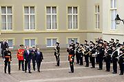 "François Hollande brengt een officieel bezoek aan Nederland. Hollande is in Nederland om de handelsbetrekkingen aan te halen.<br /> <br /> François Hollande brings an official visit to the Netherlands. Hollande is in the Netherlands for ""better""Trading relations<br /> <br /> Op de foto/ On the photo:  Welkomstceremonie met de Franse president François Hollande en  Koning Willem-Alexander<br /> <br /> Welkomstceremonie with French President François Hollande and King Willem-Alexander"