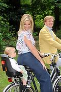 Photocall of the dutch Royal Family.<br /> On the photo: His Royal Highness the prince Willem Alexander, her royal highness princess Máxima and their and princess Ariane.<br /> <br /> Fotosessie op Landgoed de Horsten in Wassenaar <br /> Op de foto: Zijne Koninklijke Hoogheid de Prins van Oranje, Hare Koninklijke Hoogheid Prinses Máxima en Prinses Ariane .